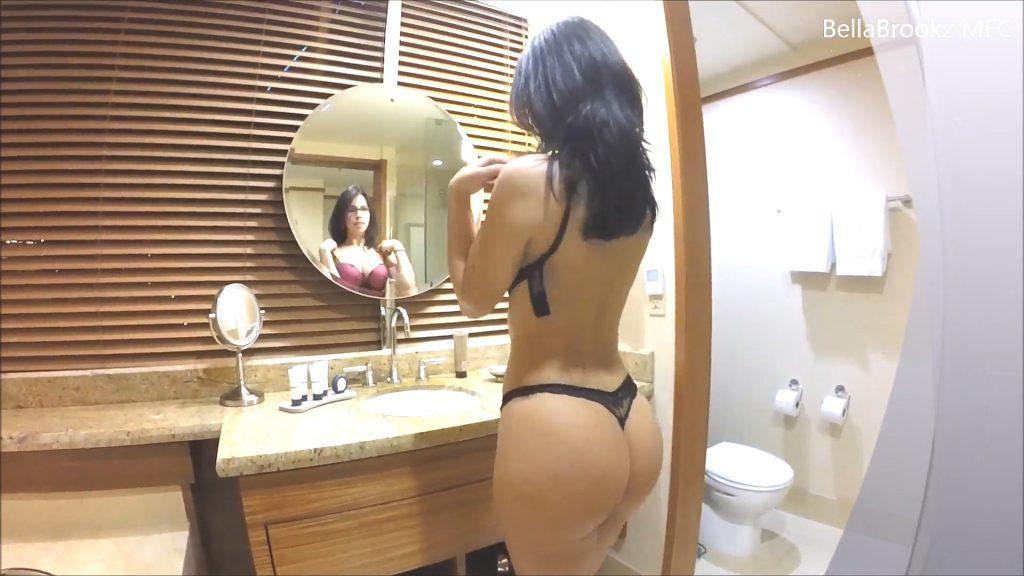 西洋巨乳网红(Bella)情景并茂录製ASMRの浴室诱惑
